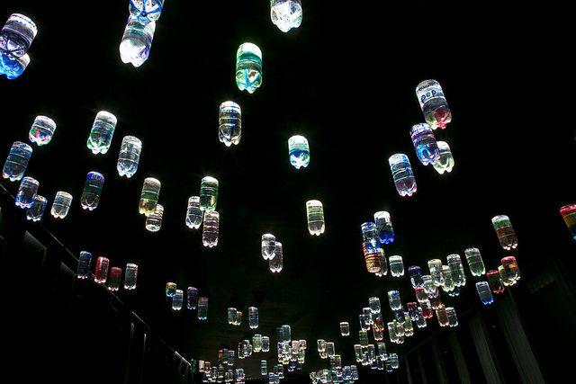 Lampu Tenaga Surya Bahan Bakar Botol Plastik Bekas