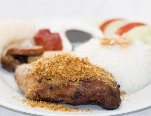 Begini Lho Cara Membuat Ayam Serundeng Kelapa yang Gurih Nikmat!