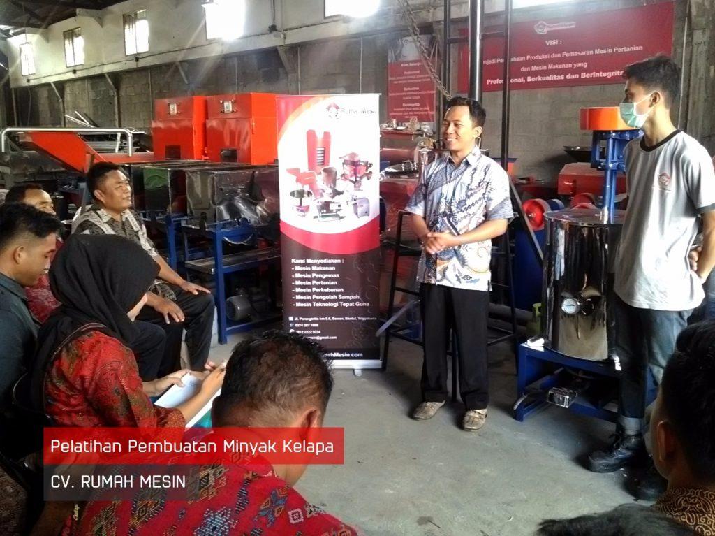Ide Usaha BUMDes - Pelatihan Pembuatan Minyak Kelapa BUMDes Ranggi Asam Dari Kepulauan Bangka Belitung