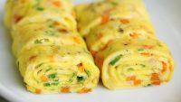 cara membuat telur dadar gulung