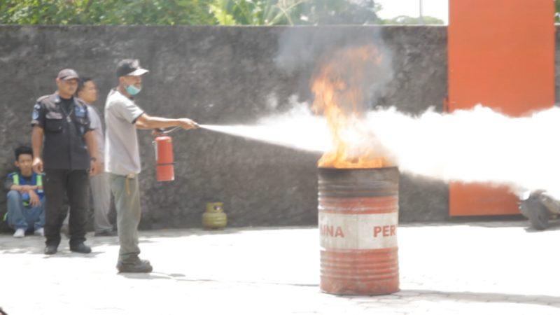 Pelatihan Pencegahan Kebakaran dan Penggunaan APAR di Rumah Mesin