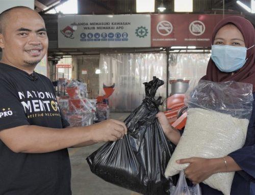 Bantu Karyawan Terdampak Covid-19, Manajemen Rumah Mesin Berikan Bantuan Sembako